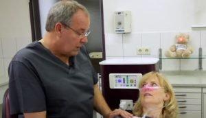 Heiko Rehe mit Patientin lachgas sedierung